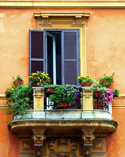 classic-italian-balcony-decoration