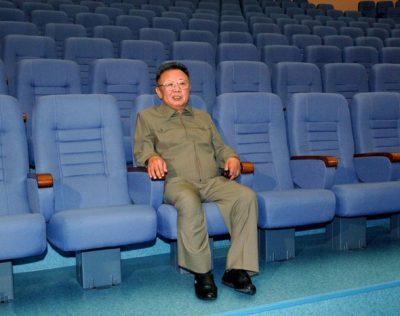 Kim Jong Il fó mikið einn í bíó