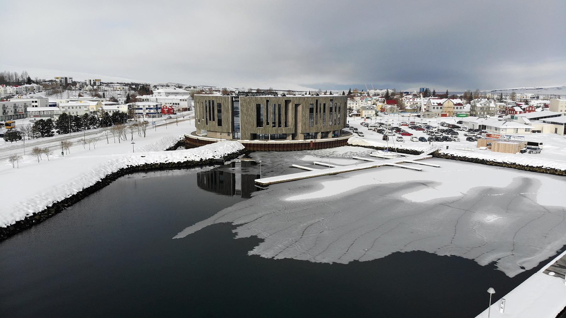 Hertar takmarkanir á Akureyri – skólastarf, sund og söfn