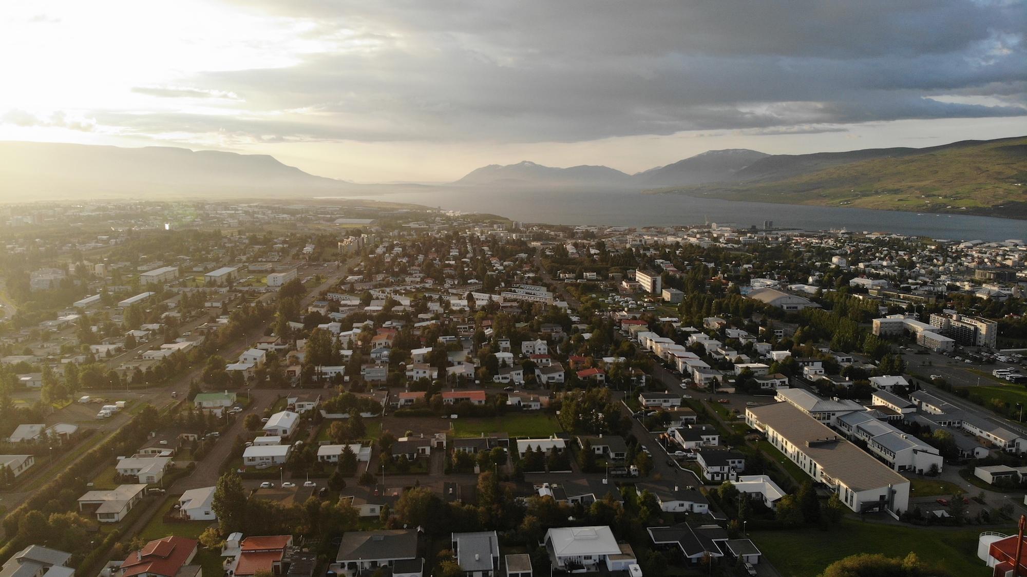 Maður í öryggisvistun á Akureyri kærður fyrir líkamsárás á átta ára dreng
