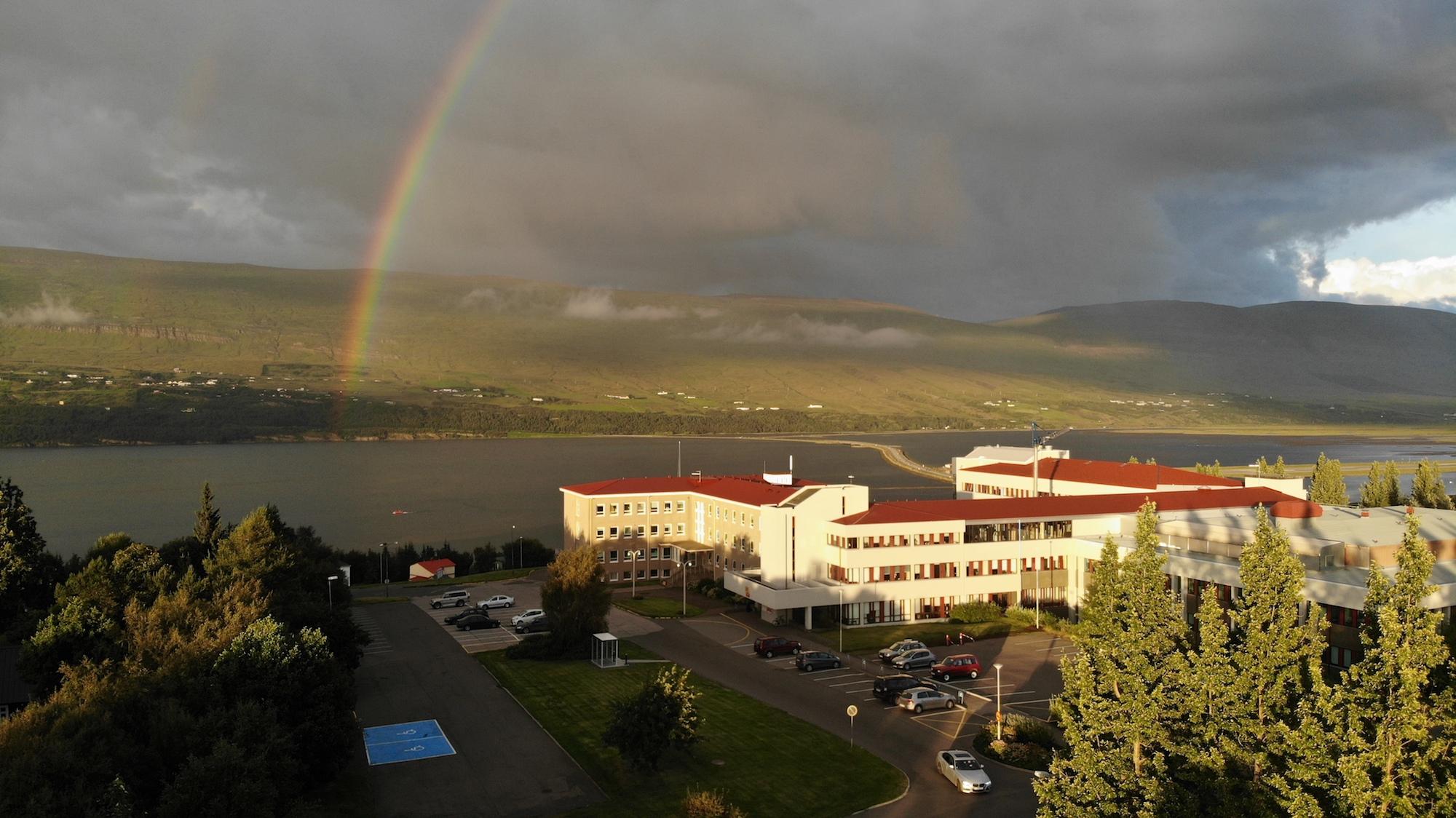 Fjögur ungmenni flutt á Sjúkrahúsið á Akureyri