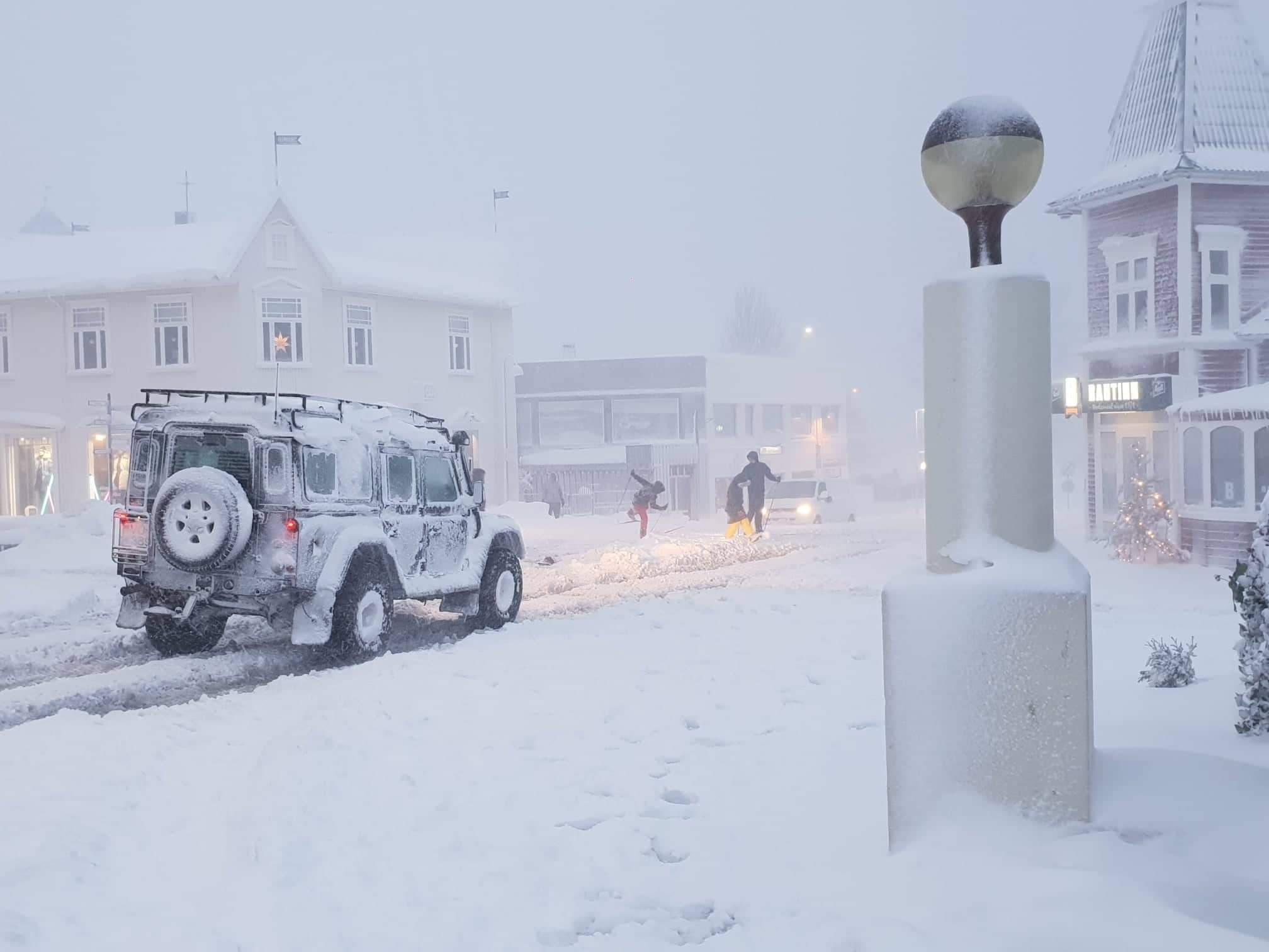 Akureyringar beðnir um að gera bílana sýnilega