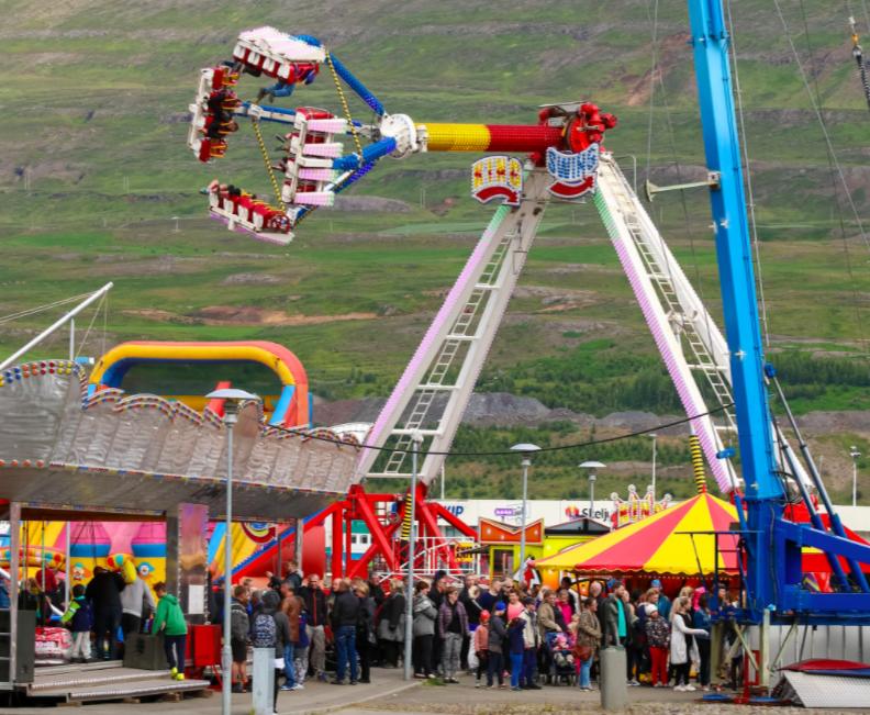 Tvö tívolí boða komu sína til Akureyrar yfir Verslunarmannahelgina