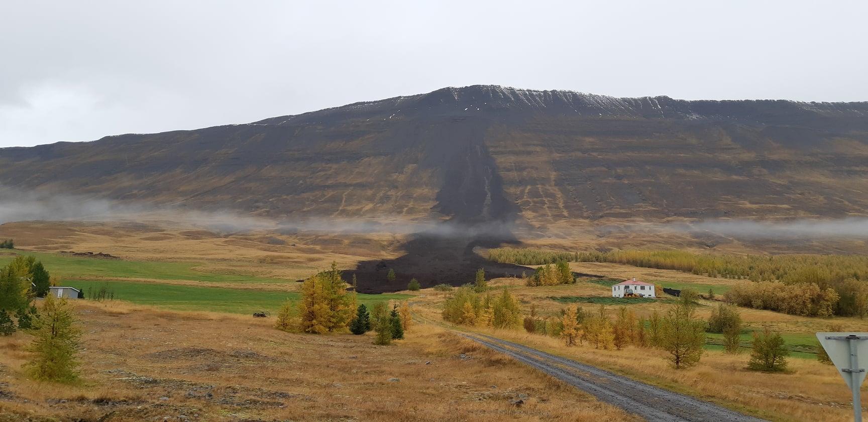 Stór aurskriða féll ofan við bæinn Gilsá 2 í Eyjafirði