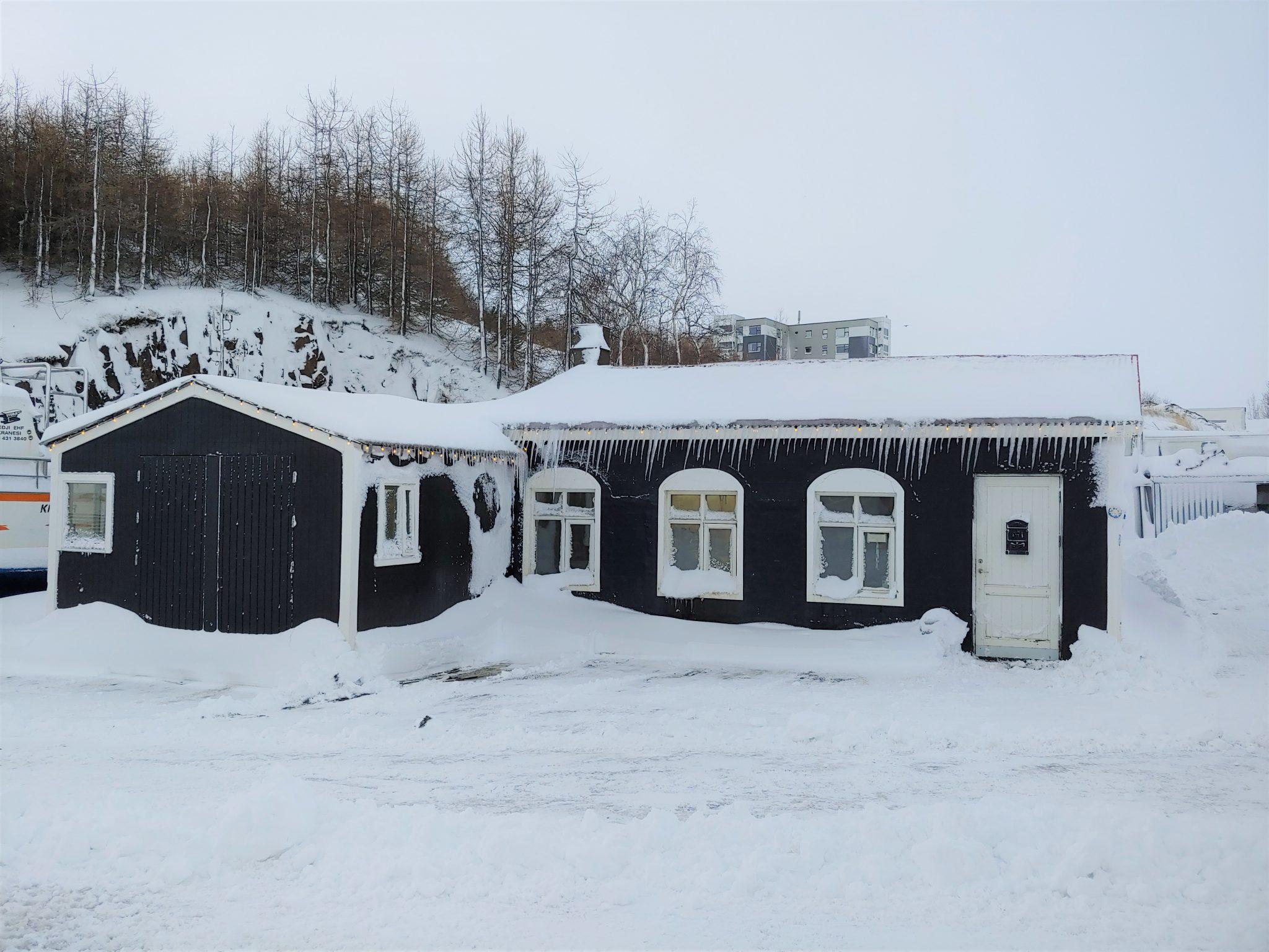 Foreldrar reistu skóla í Þorpinu