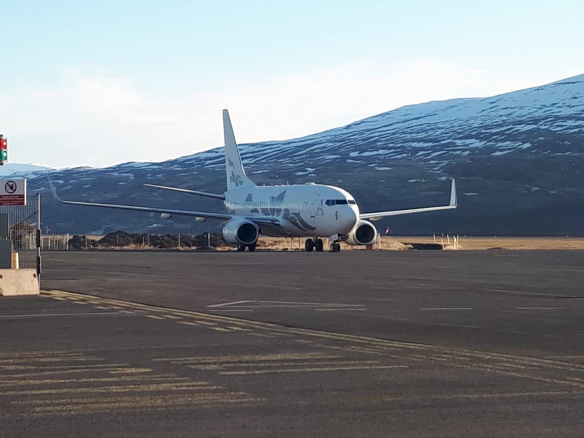 Eigandi snekkjunnar mættur til Akureyrar