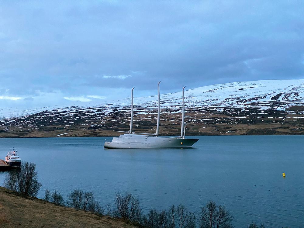 Magnað myndband af lúxussnekkjunni í Eyjafirði