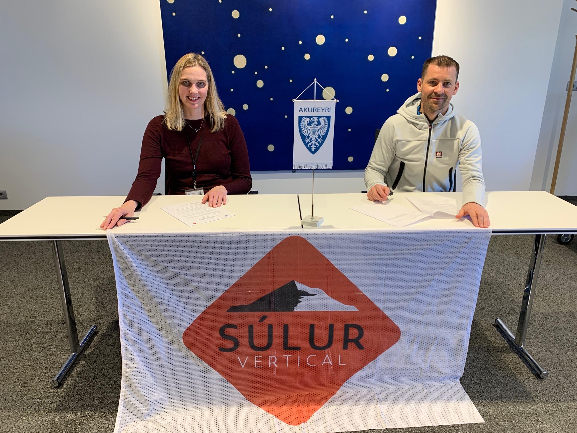 Samningur Akureyrarbæjar við Súlur Vertical undirritaður