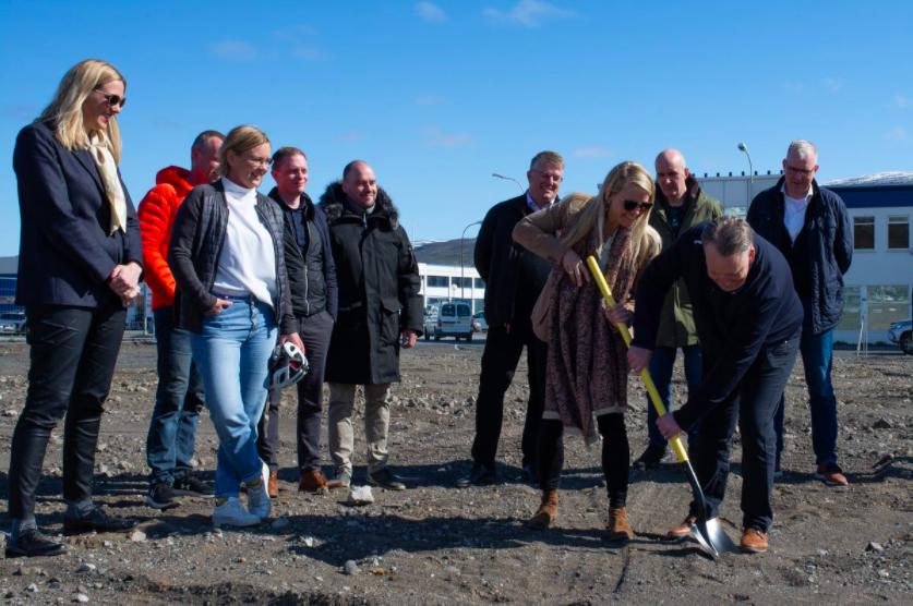 """Fyrsta skóflustungan að verslun Krónunnar á Akureyri – """"Markar mikilvæg tímamót"""""""