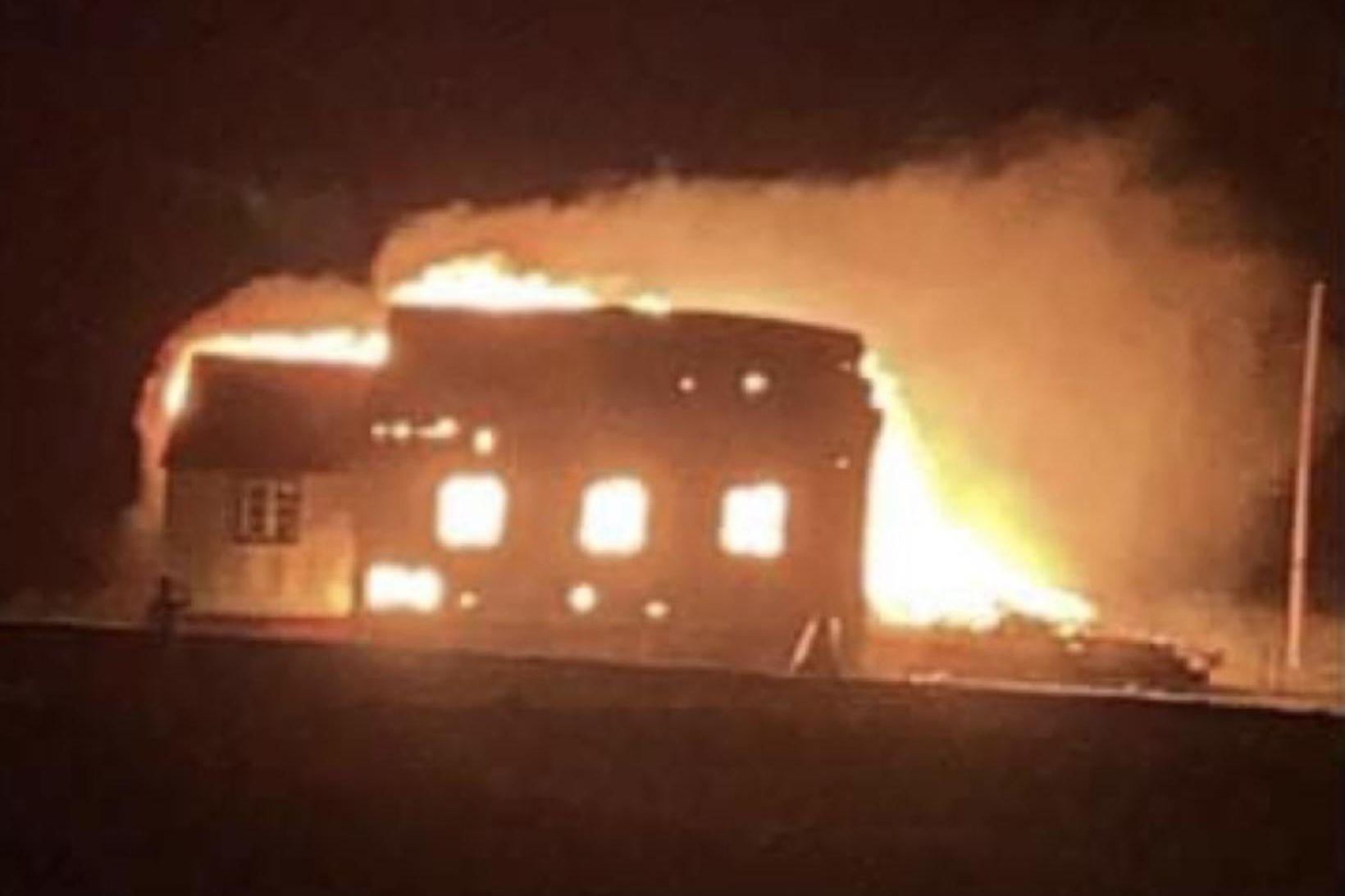Grímseyjarkirkja brann til grunna